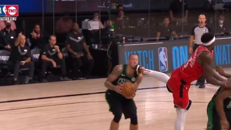 財神娛樂-NBA/暴龍西亞肯「飛踢」對手下巴血洗聽牌東區季後賽